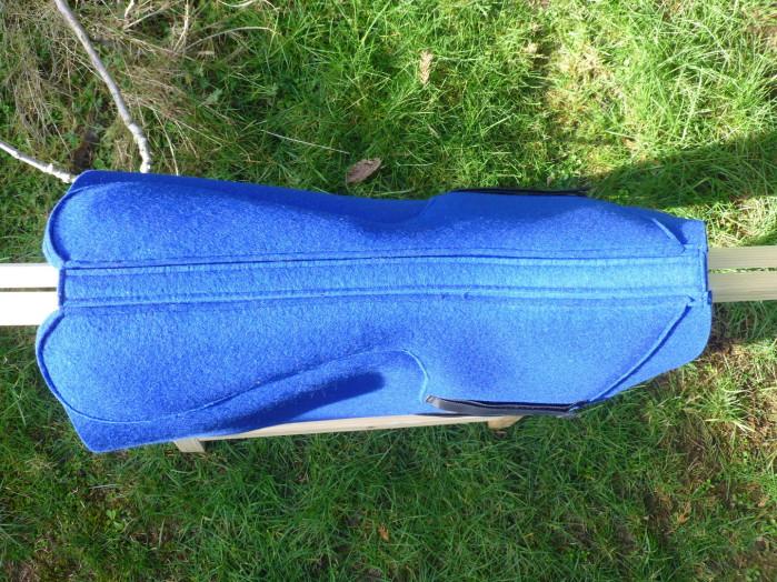 Es stehen verschiedene Farben an Wollfilz zur Verfügung, fragen Sie einfach unter www.krakeltier.de nach.