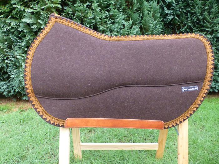 Handwerkliche Verarbeitung von hochwertigen Materialien und unser Know How bringen Ihnen und Ihrem Pferd höchsten Komfort.