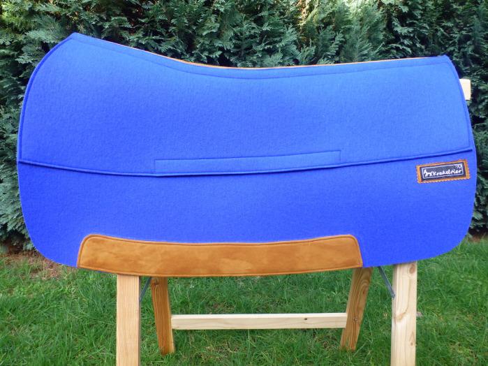 Dieses blaue Vario-Pad ist mit hellem Leder kombiniert.