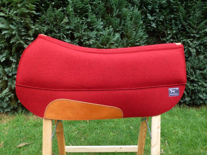 Das Krakeltier-Pad, hier aus rotem Wollfilz, ist immer die richtige Wahl. Handwerkliche Handarbeit, KnowHow und hochwertige Materialien ergeben ein langlebiges und schönes Pad.